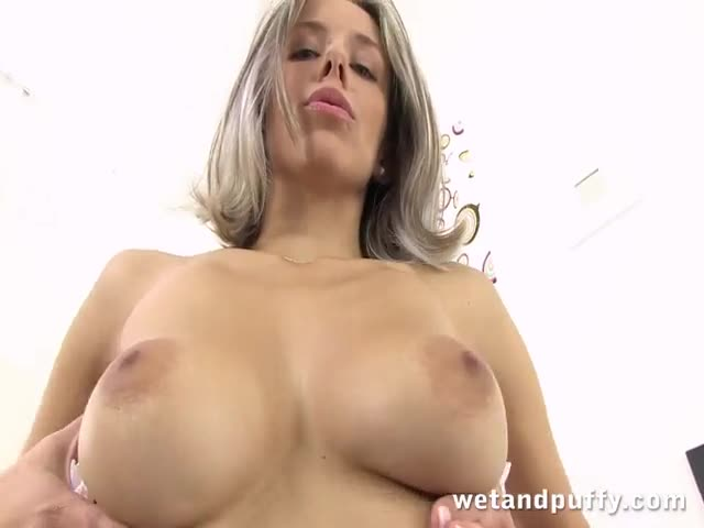 Stunning-young-lady-drilling-her-cunt-passionately