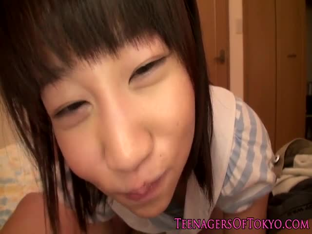 Japanese-teen-schoolgirl-gargling-some-cum