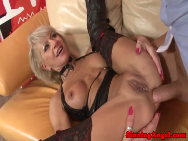 Milf-Cathy-E-loves-ass-to-mouth
