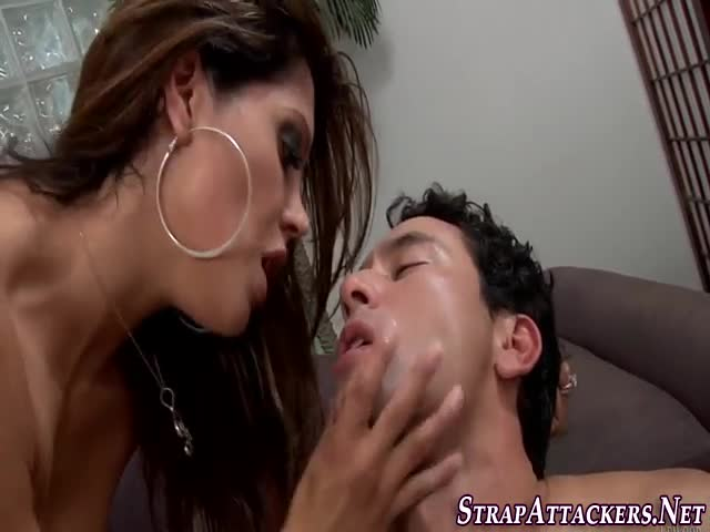 Strapon-domina-cumswaps-
