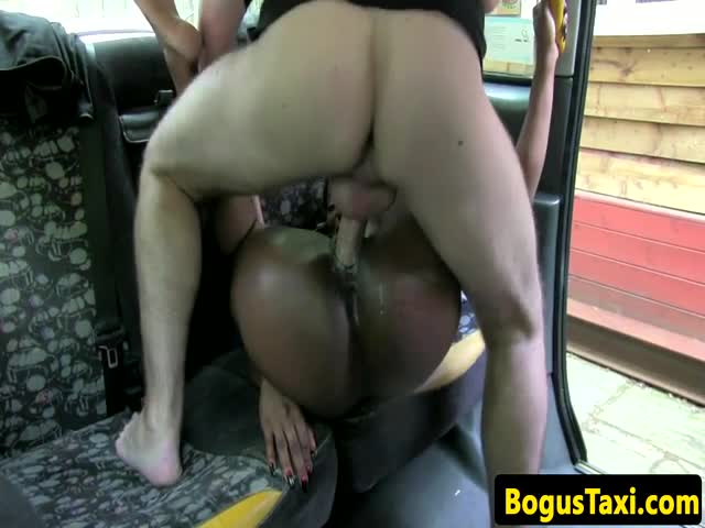 Ebony-amateur-in-taxi-pussyfucked-doggystyle