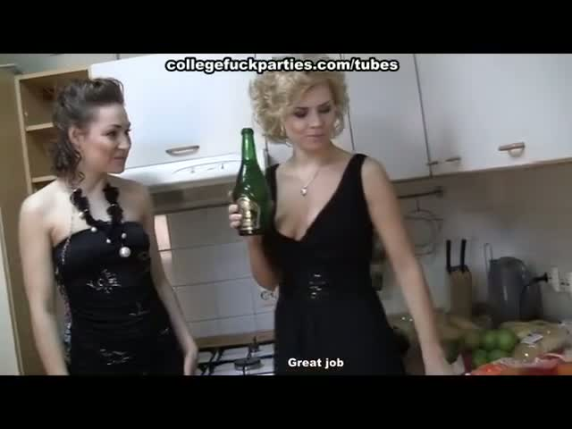 Sexy-chicks-in-lesbian-fucking