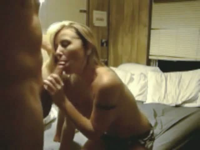 Amateur-blonde-babe-fucked-on-homemade-sextape