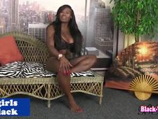 Busty Ebony goddess in solo jerkoff session