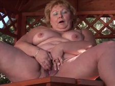 Curvy old sluts lick and finger fuck on the floor